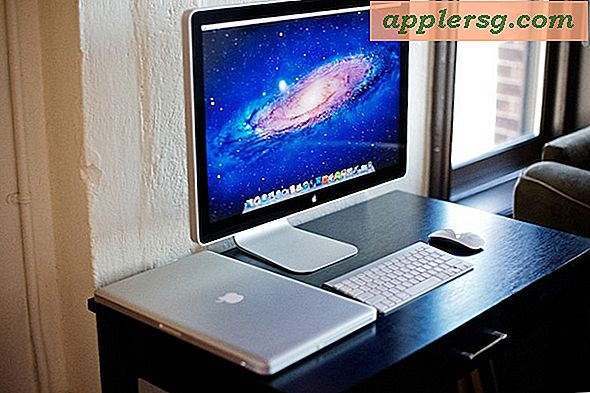 "Mac-oppsett: MacBook Pro 17 ""Dokket med en Apple 24"" Cinema Display"